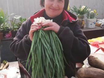 Скільки коштують ранні овочі на ринку Володимира