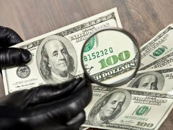 У Польщі арештували українців, які збували фальшиві долари
