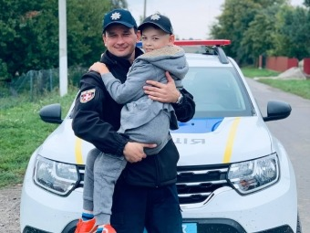 Поліцейський офіцер громади втілив мрію маленького хлопчика