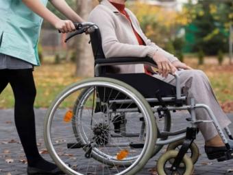 Уряд підвищив розмір надбавки на догляд за особами з інвалідністю