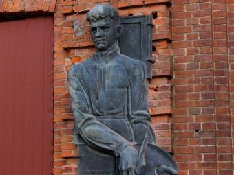 У Володимирі повернули горельєф із зображенням Миколи Рокицького на приміщення школи