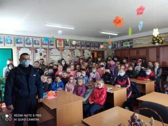 У Бубнові до школярів навідався поліцейський офіцер громади