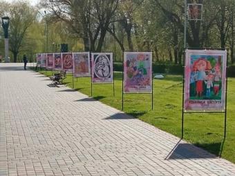 Вихованці Володимирської художньої школи створили галерею до Дня матері