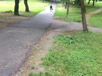 У парку біля школи у Володимирі знайшли тіло чоловіка