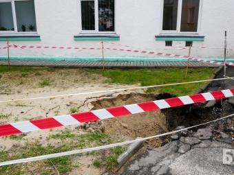 У Володимирі знову «просіло» провалля біля міської ради