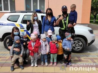 У Володимирі поліцейські розказали малюкам про правила дорожнього руху