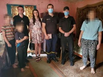 Соцслужби та рятувальники Володимира навідались до дітей, що проживають у неблагополучних сім'ях