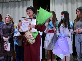 Володимирський аматорський театр «Різнобарв'я» виступив з прем'єрою вистави