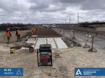 На мосту між Володимиром та Устилугом, який нещодавно обвалився, відновили ремонтні роботи