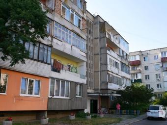 Мешканці багатоповерхівки у Володимирі вимагають позбавити їх небезпечного сусідства
