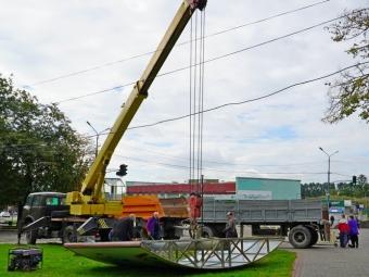 В історичній частині Володимира демонтовували ще один білборд