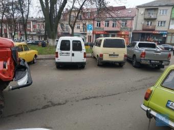 Авто Toyota Hilux у Володимирі заблокувало проїзд машині пожежників