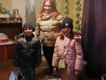 У селі Селець багатодітній сім'ї передали подарунки