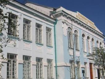 У Володимир-Волинському педколеджі дах спортзалу перебуває в аварійному стані