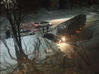 У Володимирі зіштовхнулись пасажирський автобус та легковик