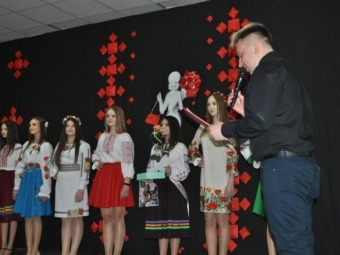 У Льотничівському НВК дівчата змагалися за титул «Міс школи-2021»