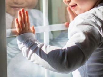 У Підгайцях двоє дітей випали з вікна будинку