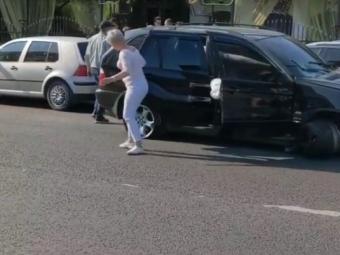 У Володимирі BMW на великій швидкості в'їхав в припарковані авто