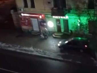 У Володимирі-Волинському біля ялинки дрифтувало авто