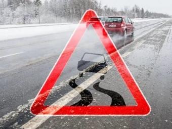 Волинські рятувальники попереджають про ожеледицю на дорогах!