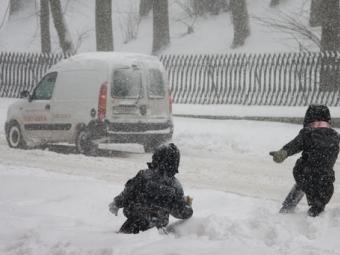 Через складні погодні умови школи Володимира та Нововолинська відправили на один день навчатися дистанційно
