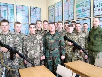 Вчимося захищати Україну