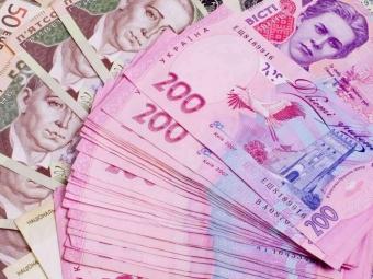 """Працівниці """"Ощадбанку"""", яка вкрала 400 тисяч гривень у клієнтів, суд присудив умовне покарання"""