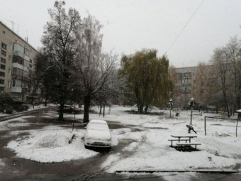 Міста України засипає першим снігом