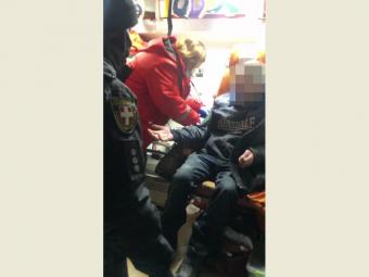 У Володимир-Волинському районі врятували чоловіка, що замерзав на холоді