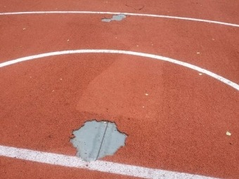 У Володимирі відновлять пошкоджене поліуретанове покриття на майданчику школи №2