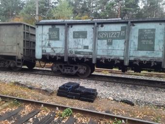 На пункті пропуску «Володимир-Волинський» у вагонах знайшли понад 4 500 пачок контрабандних цигарок