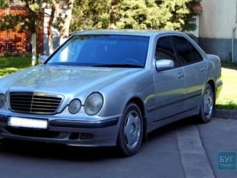 Мерседес, який возив Петра Саганюка, хочуть виставити на аукціон