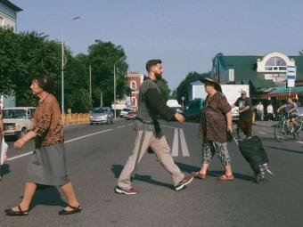 Фото лицаря на вулицях Володимира перемогло у конкурсі від The Village