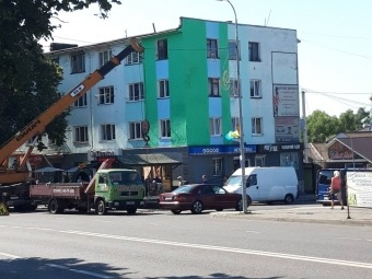 У Володимирі в історичному центрі міста розпочали демонтаж зовнішньої реклами