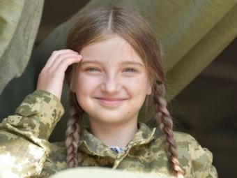 Діти загиблих воїнів 14 ОМБр випробували себе в ролі військовослужбовців