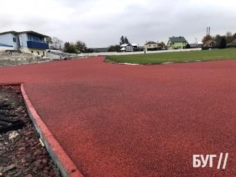 Вкладання поліуретанових доріжок на стадіоні у Володимирі планують завершити до кінця тижня