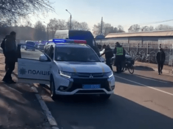 ДТП у Нововолинську: бус об'їжджав поліцейське авто та збив велосипедиста