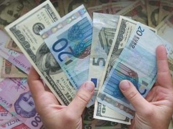 За червень заробітчани переказали в Україну понад 1 млрд доларів