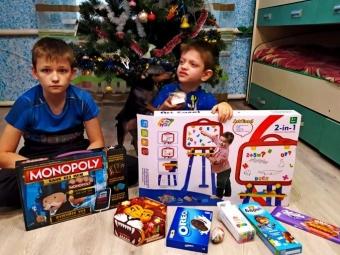 Діти у Володимирі-Волинському отримали подарунки від благодійника