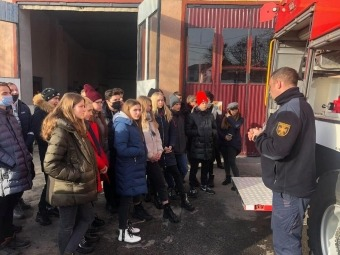 Школярі Володимир-Волинського ліцею відвідали місцеву рятувальну частину