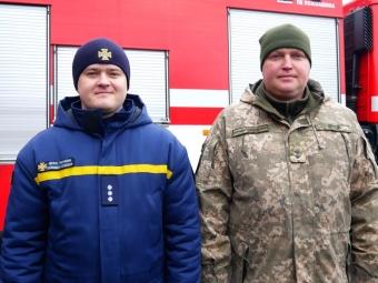 Пожежник та військовий з Володимира вдруге врятували ту ж жінку з палаючого будинку