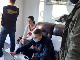 Дівчині з Володимира повідомили про підозру в розповсюдженні порнографії