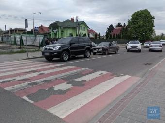 У Володимирі перед пішохідним переходом зіткнулися автівки