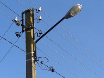 В Іваничах місцеві жителі за свої гроші встановили освітлення