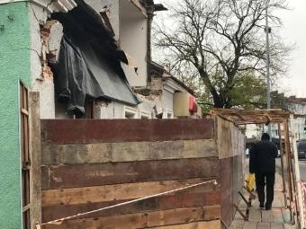 Розповіли чому обвалився фасад пам'ятки архітектури у Володимирі та коли відремонтують будівлю