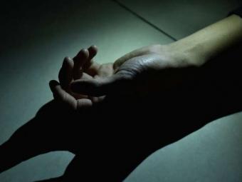 На Київщині в квартирі виявили тіла 50-літньої жінки та трирічної дитини