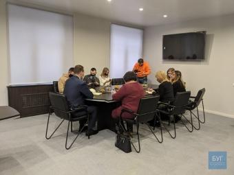 Мер Володимира показав відремонтований за власні кошти робочий кабінет