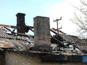 У Володимирі сусіди скаржаться на пенсіонера, що живе за стіною та підпалює оселю