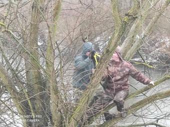 На Західному Бузі у рибалок конфіскували незаконне знаряддя ловлі