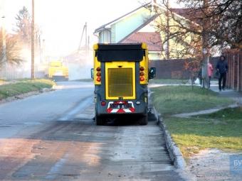 У Володимирі приватна спецтехніка чиститиме вулиці від піску, що лишився після зими